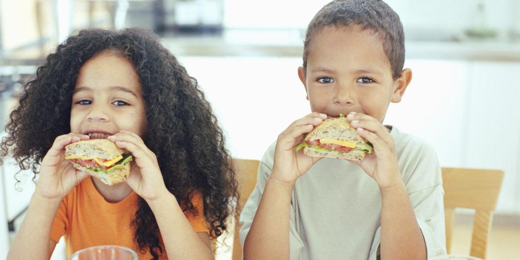 Danbury Oferece Café da Manhã e Almoço Grátis para as Crianças Durante o Verão