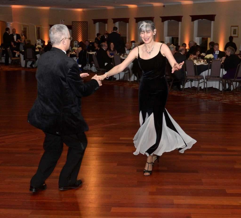 Museu Danbury e Sociedade Histórica Realizará o Baile Hat City