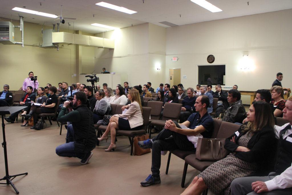 Diálogo Comunitário Ajuda a Comunicação entre Governo Local e a Comunidade Imigrante