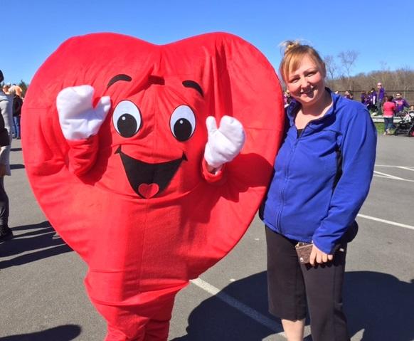 Carolyn Hatzi Recebe o Prêmio Mudança de Vida da Associação Americana do Coração