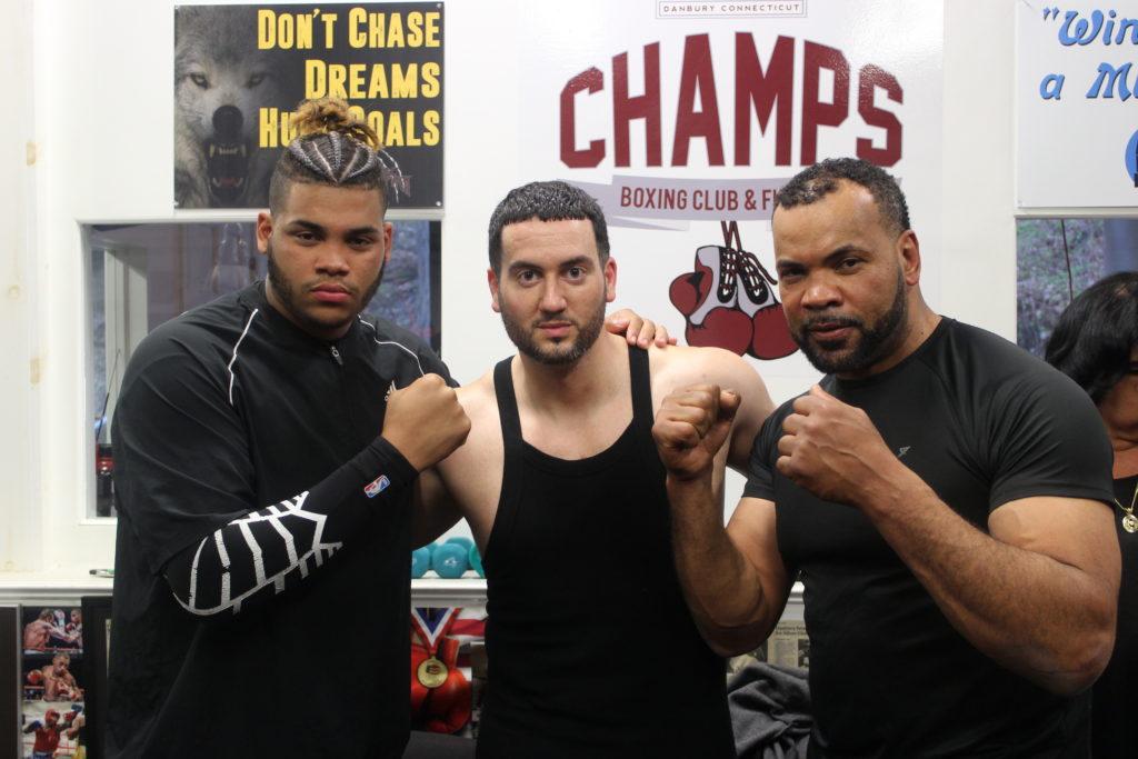 Atleta de Danbury Carrega um Legado Familiar no Boxe