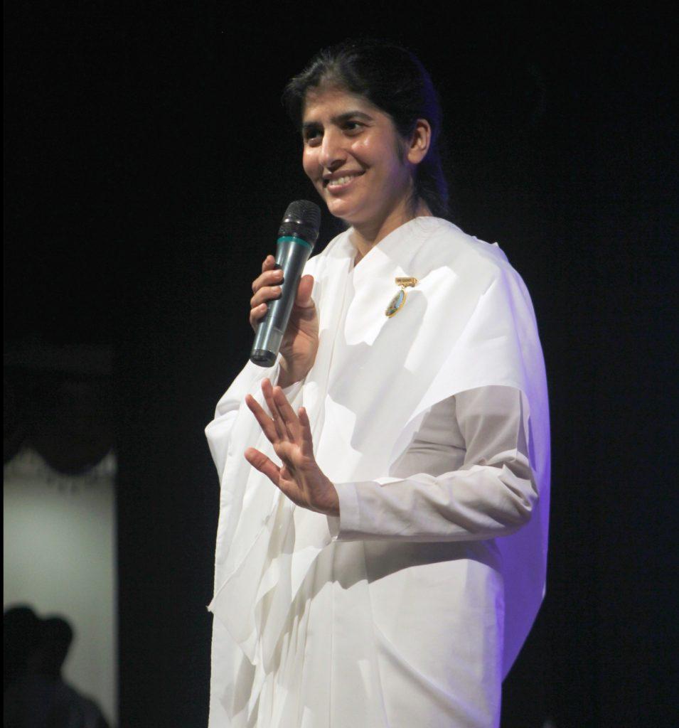 """Brahma Kumaris dos EUA Recebe a Irmã Shivani em uma Turnê sobre """"Despertar"""" em Danbury"""