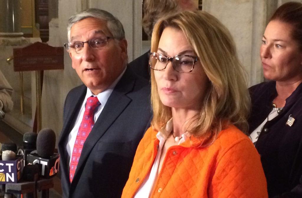 Ambos GOP e Democratas Carecem de Solução para o Ciclo de Déficits Orçamentários de CT