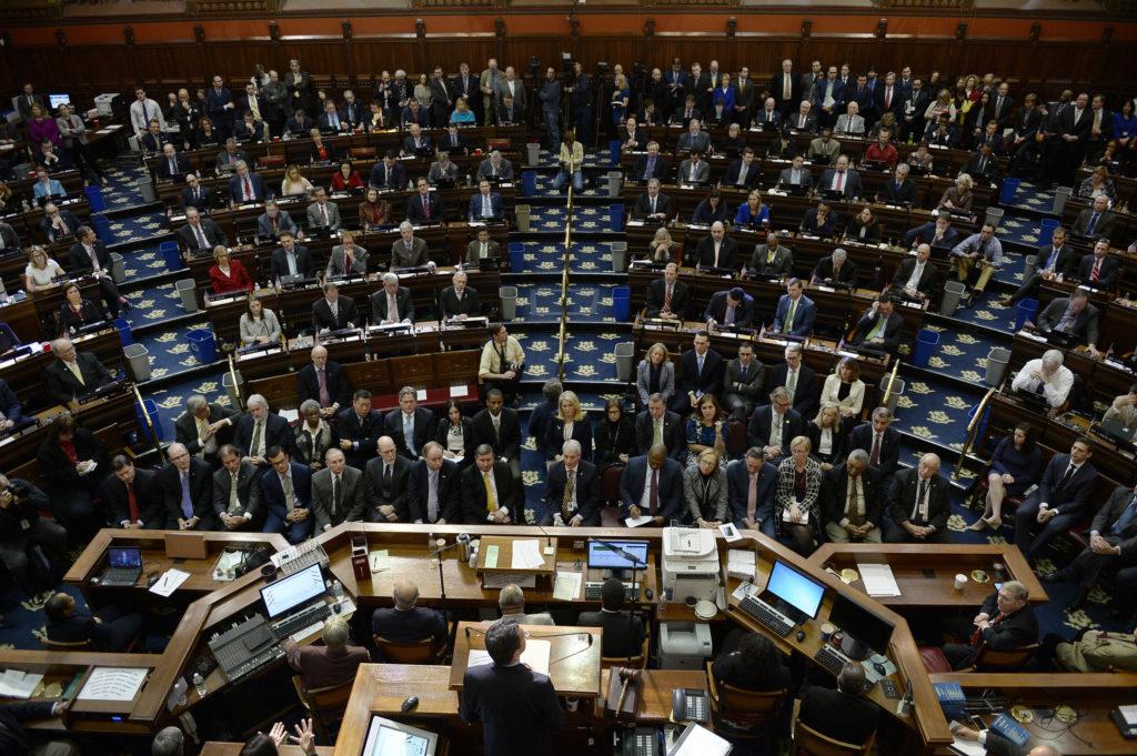 Malloy Rejeita o Plano Fiscal do Hospital, Mas Sanciona a Maior Parte do Orçamento CT em Lei