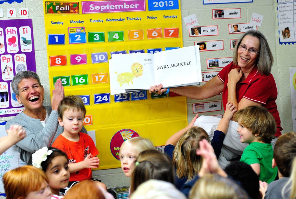 Escola Pública de Danbury recebeu uma notificação de sua reavaliação de 5 anos da Associação Nacional