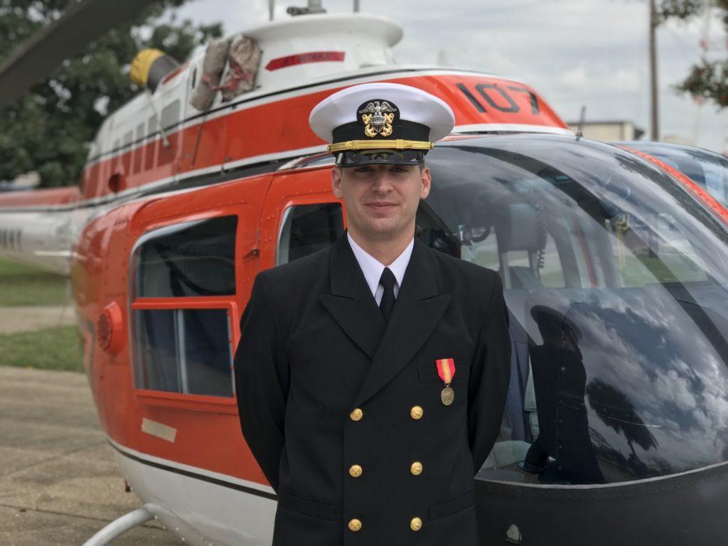 """Nativo de Bethel Recebe Diploma """"Asas de Ouro"""" da Escola de Aviação Naval"""