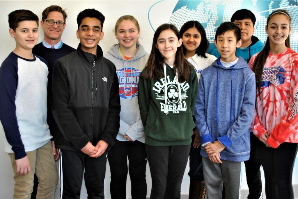 Alunos da Westside Middle School Recebem os Prêmios mais Altos na Feira de Ciências e Engenharia de CT