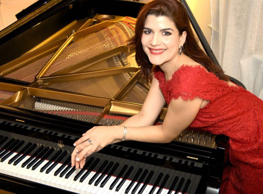 Pianista e Mezzo-Soprano Brasileira Divide sua Paixão Musical