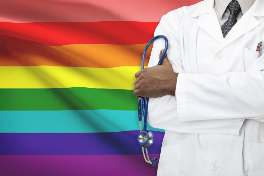 AARP faz Parceria com Organizações Locais para Ajudar a Esclarecer os Desafios dos Idosos da Comunidade LGBTQ