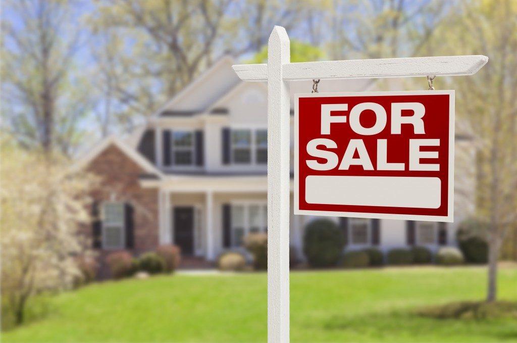Recuperação Lenta de Preços de Casas e Empregos em CT