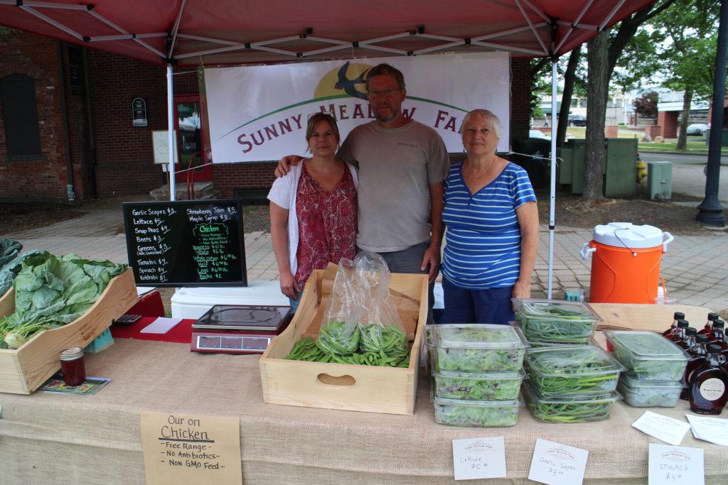 Mercado de Agricultores de Danbury Traz Alimentos Frescos a Comunidade Local