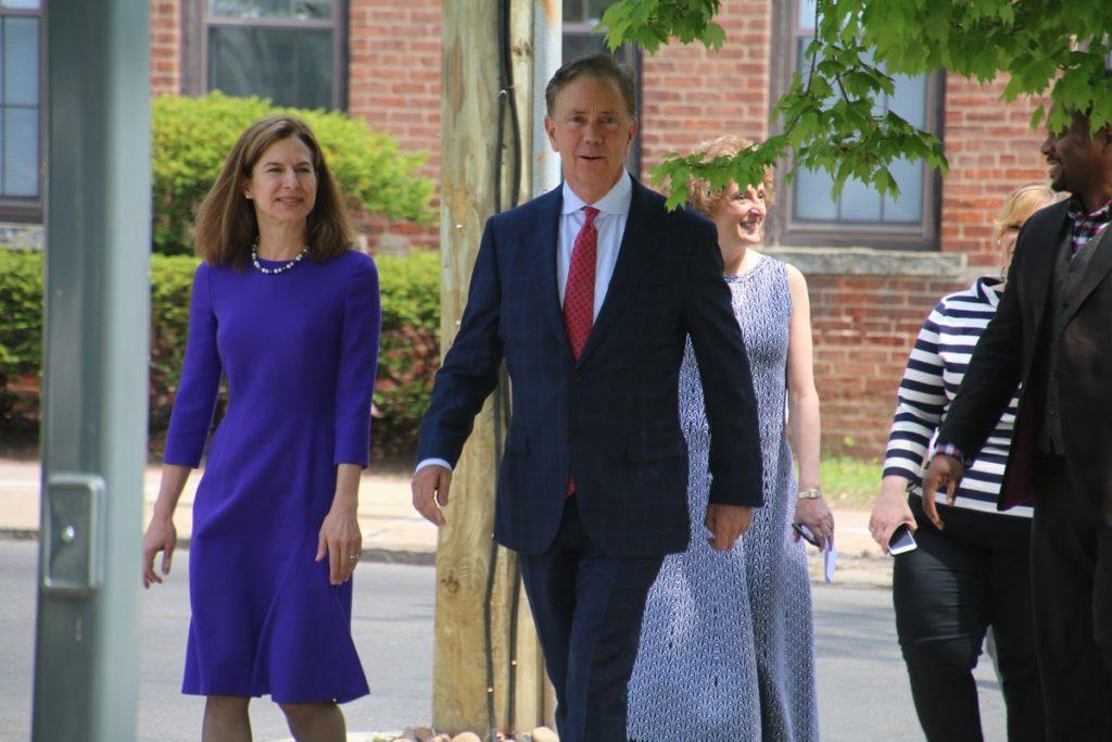 O Governador Eleito Ned Lamont Anuncia Equipe de Transição Diversificada