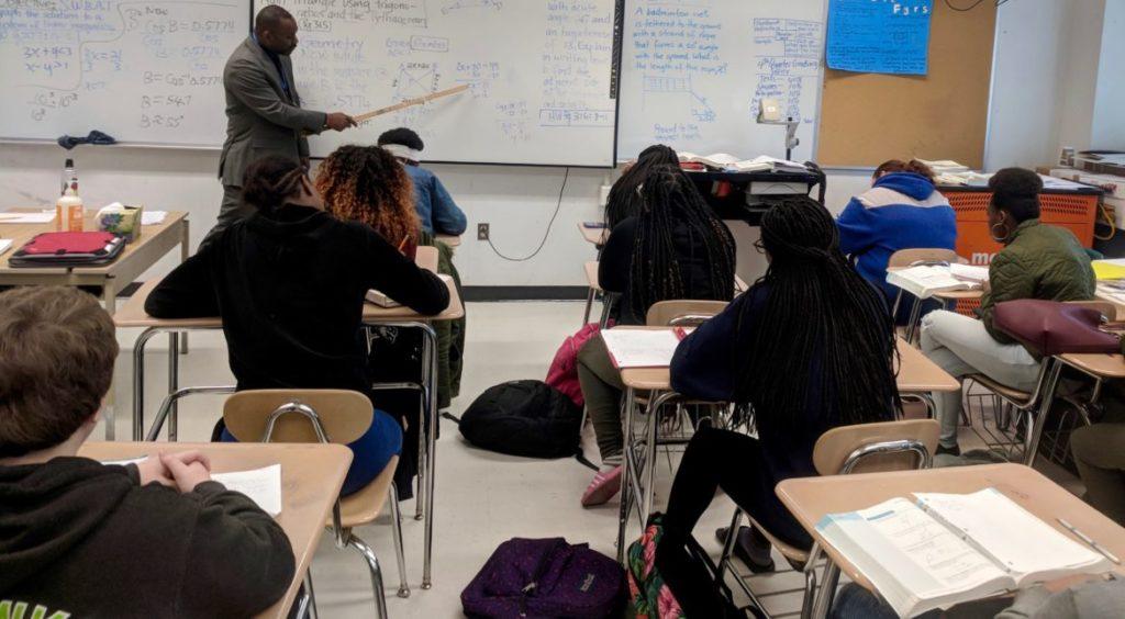 Aumento de Professores Minoritários Não Mantêm o Ritmo do Influxo de Estudantes Minoritários