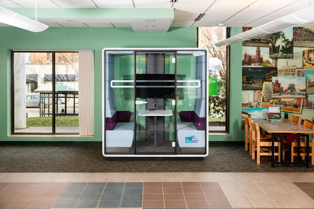 Biblioteca de Danbury É a Primeira a Oferecer Nova Cápsula para Reuniões