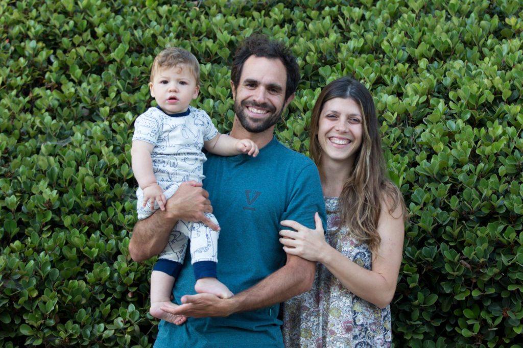Marco e Juliana com o filho,Teo.