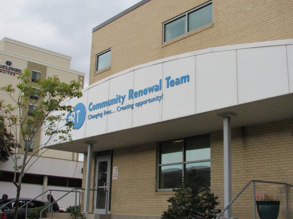 Access Health CT Renova a Abordagem de Ajuda Pessoal para Alcançar Comunidades que Precisam de Plano de Saúde