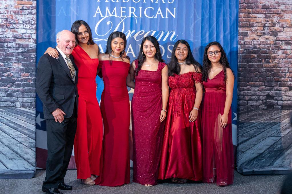 O Sexto Anual do Prêmio Sonho Americano Fornece US$ 35.000 em Bolsas de Estudo e Prêmios